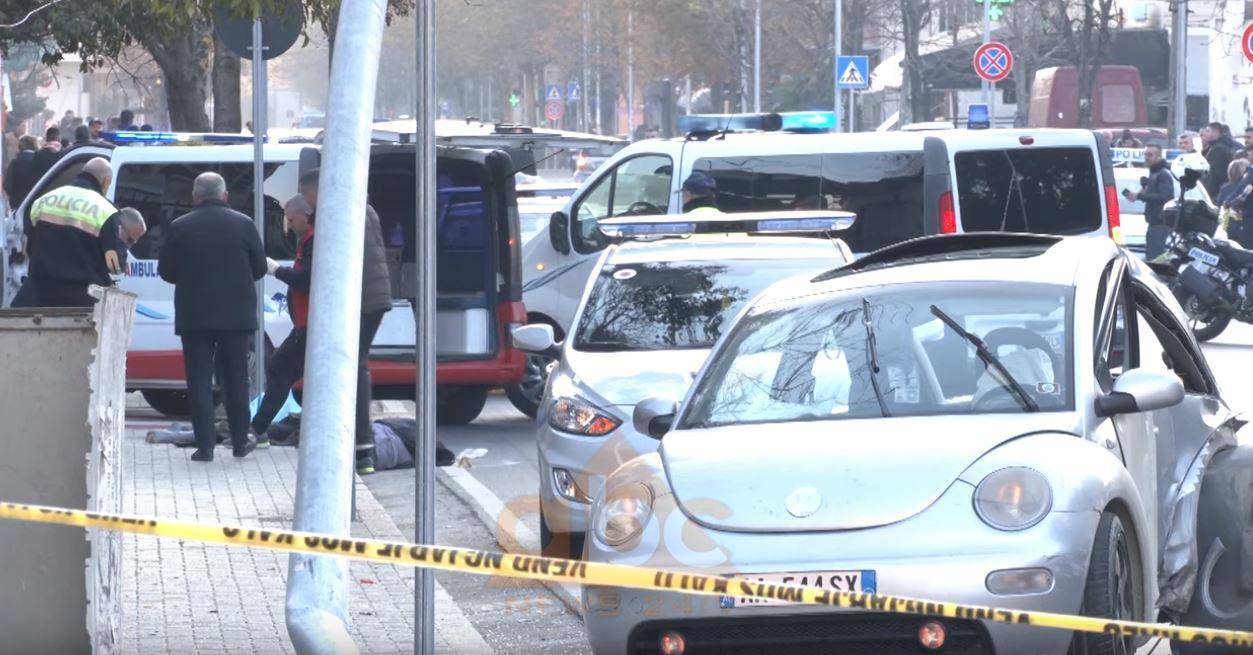 VIDEO/ Skena e rëndë e aksidentit, pak minuta pasi 36-vjeçari dhe 72-vjeçarja mbeten të vdekur në vend
