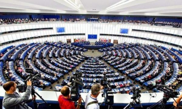 Parlamenti Evropian miraton marrëveshjen për Brexit