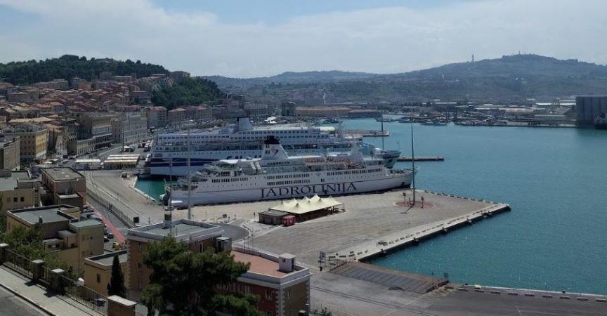 Kapen 16 kg heroinë brenda kamionit që vinte nga porti i Durrësit