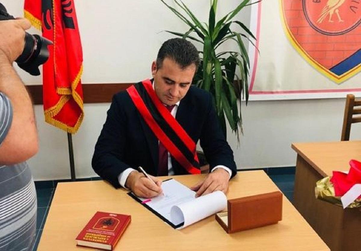 """Prokuroria në """"aksion"""" për kryebashkiakun e Mallakastrës, dërgon letërporosi në Greqi"""