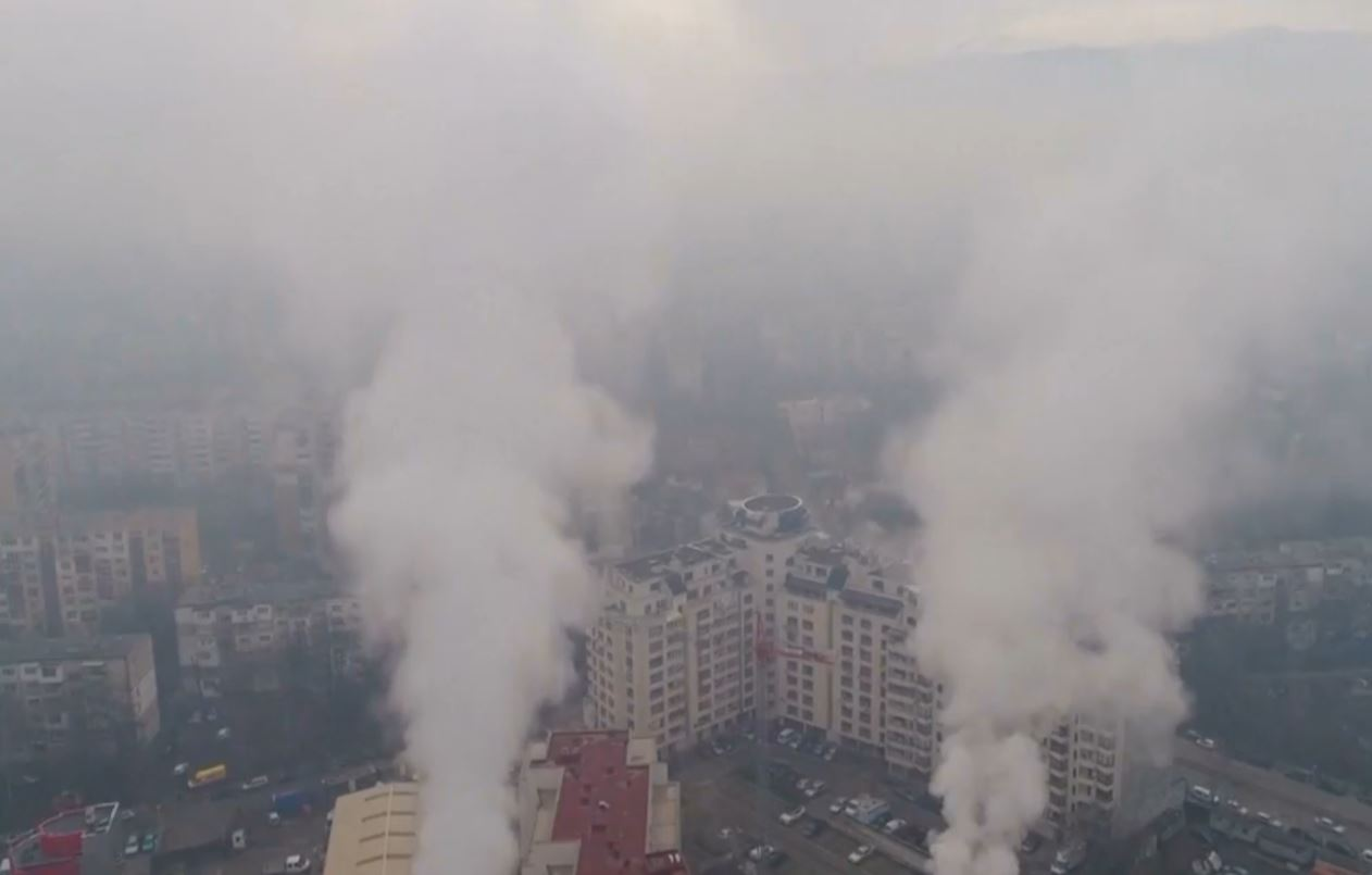 """""""Beogradi zbret në shesh"""", protesta kundër ndotjes së ajrit"""