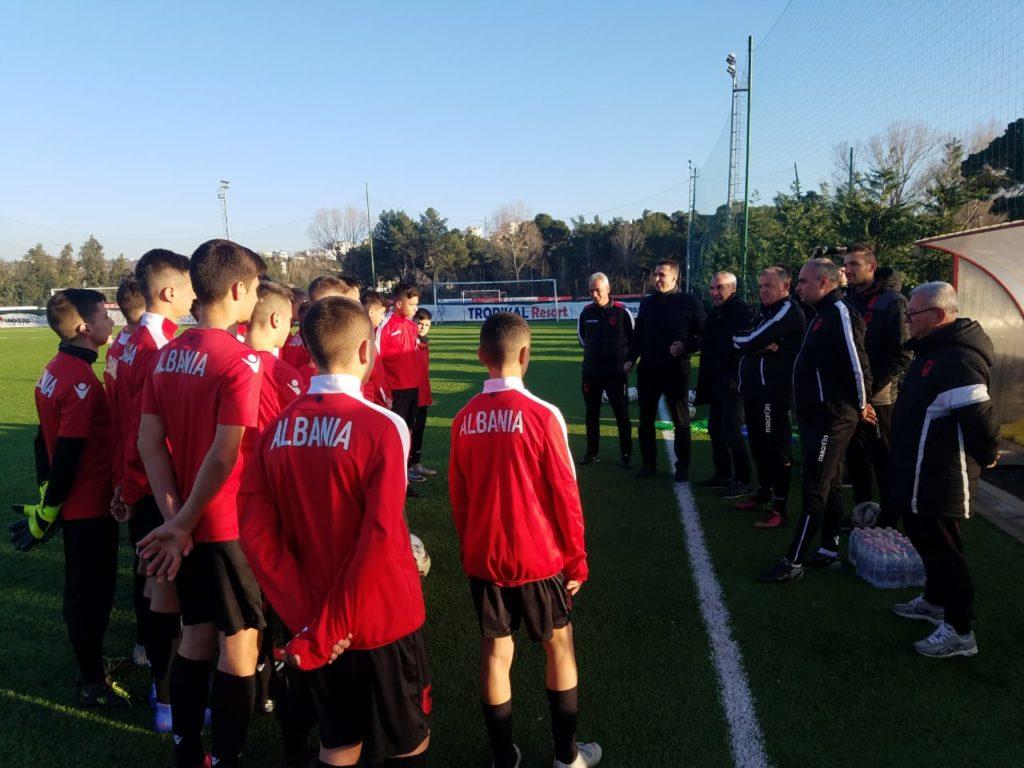 Shqipëria U15 në fushë, FSHF kujtohet për listën e talenteve kuqezi