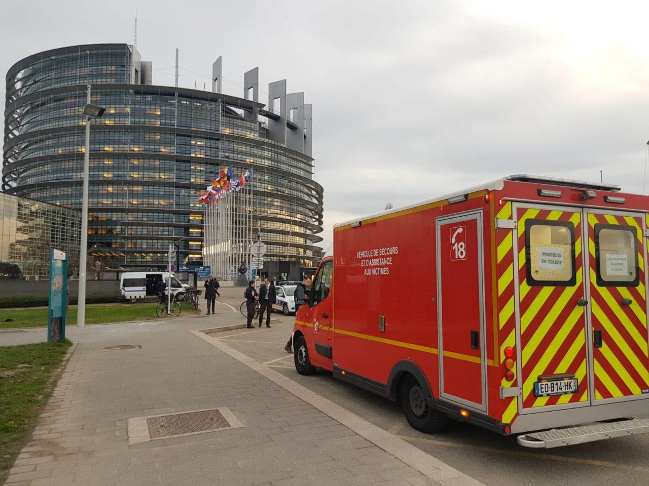 un-homme-s-immole-par-le-feu-devant-le-parlement-europeen-a-strasbourg-photo-dna-acb-1579016121-1280x960.jpg