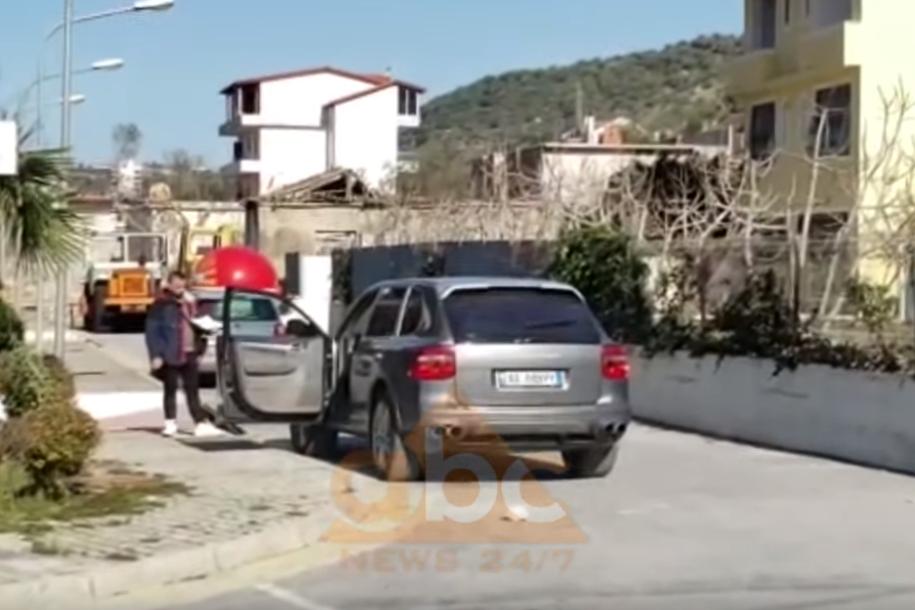 VIDEO/ Atentat në Vlorë, shoferi qëllohet pranë fuoristradës luksoze
