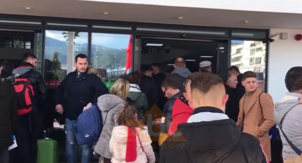 Fluks në portin e Vlorës, emigrantët kthehen në Itali