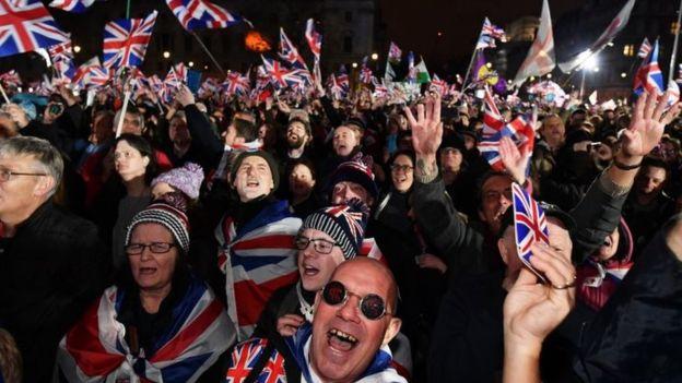 Britania largohet zyrtarisht nga Bashkimi Europian