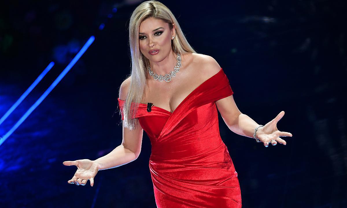 """""""Sanremo foli shqip"""", Alketa Vejsiu: Jam e prekur nga dashuria e shqiptarëve"""