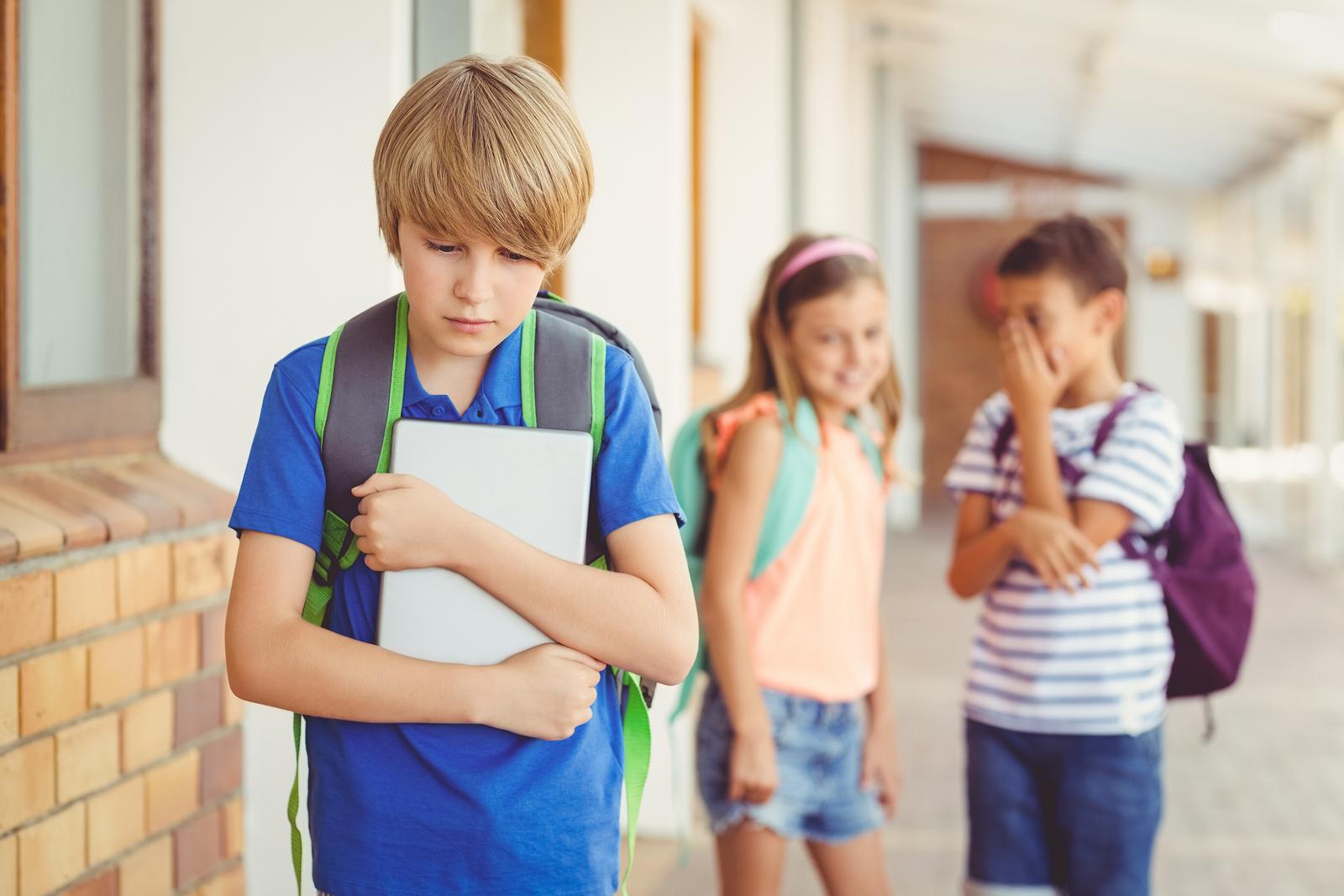 6 shenjat që fëmija juaj po vuan nga bullizmi