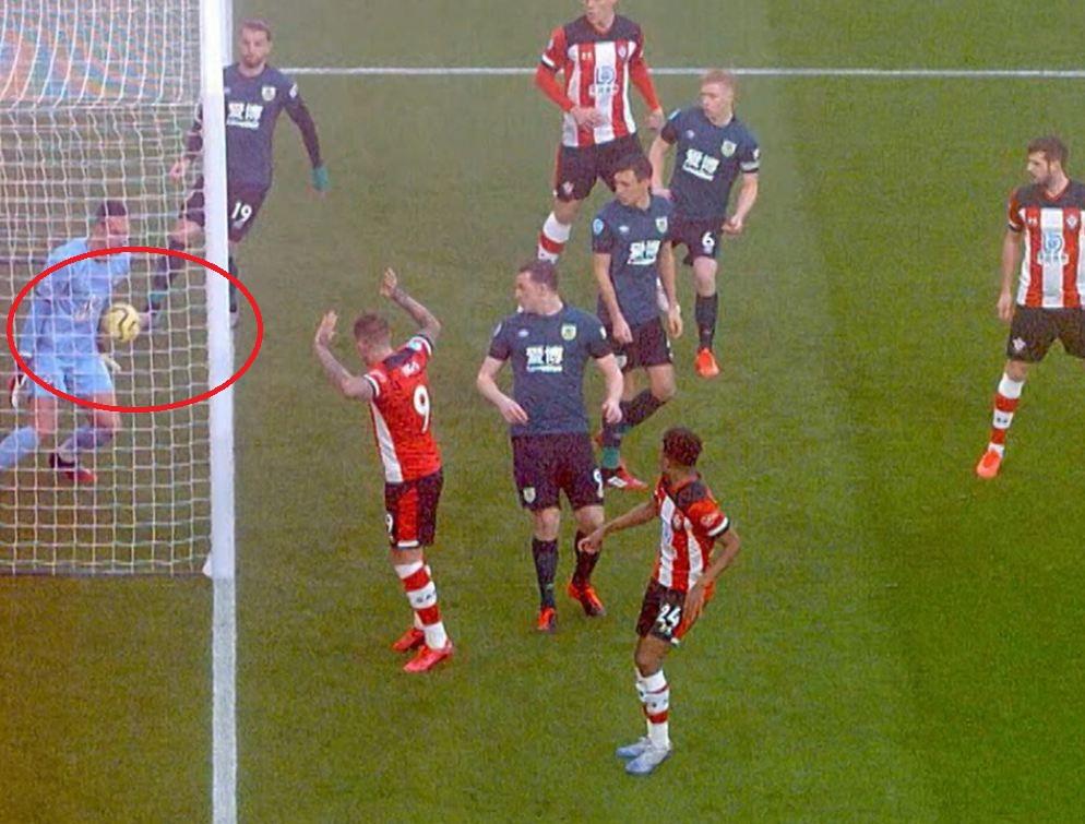 VIDEO   Gol i rrallë në Premier, Burnley shënon nga goditja e këndit!