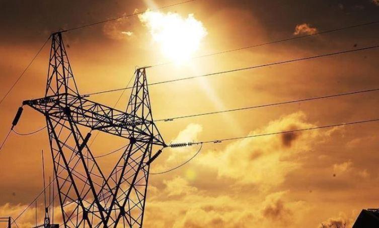 100.000 shtëpi në Poloni dhe Çeki pa energji elektrike për shkak të motit të keq