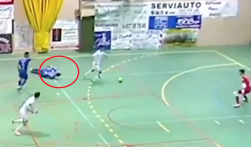 "VIDEO | Gjest fenomenal ""fair-play"", sulmuesi spanjoll i mrekullueshëm"