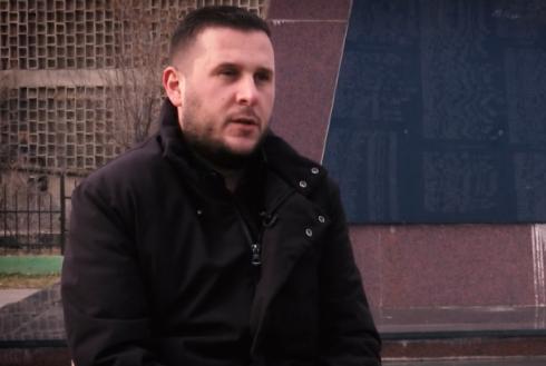 Serbët i vranë gjysmën e familjes, Gramozi rrëfen tmerrin: U hodhëm nga kamioni plot me viktima