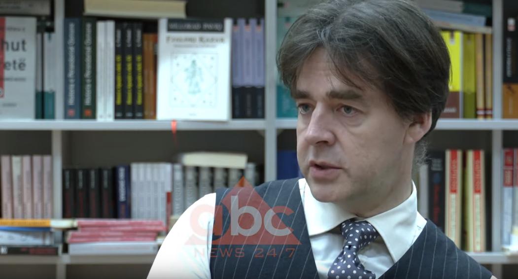 INTERVISTA/ Robert Wilton: Jam i befasuar me shqiptarët që nuk protestojnë, nuk ngrenë zërin