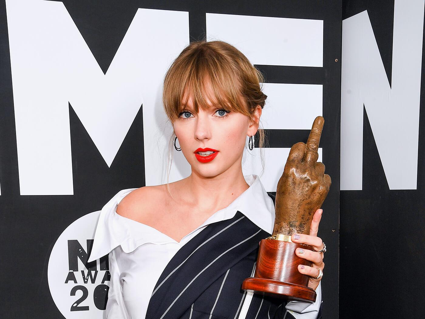 """Taylor Swift i surprizon të gjithë në """"NME Awards 2020"""""""