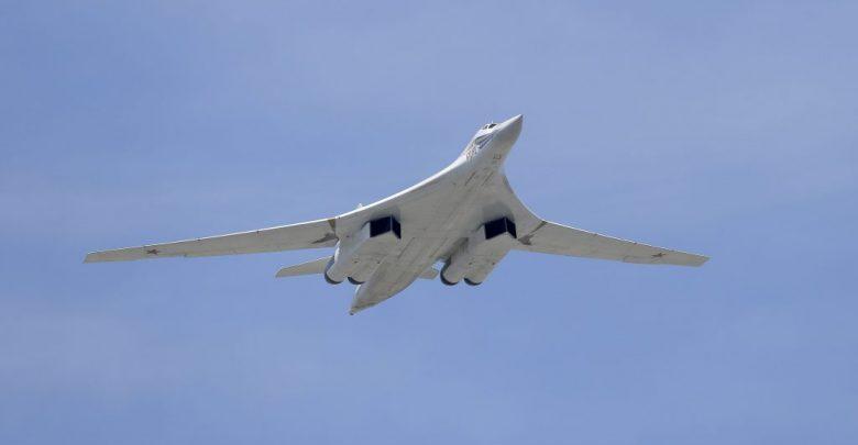 Një avion luftarak rus kryen sulme ajrore në veri të Sirisë