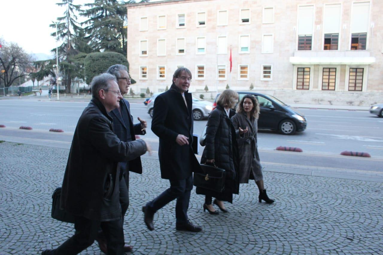 Emërimet në Kushtetuese, delegacioni i Venecias takon opozitën