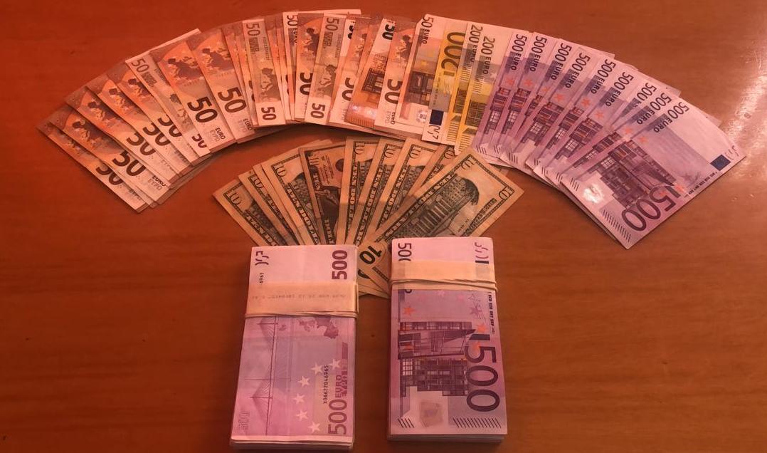 Me mbi 100 mijë euro të padeklaruara me vete, kapet mat francezi në Sarandë