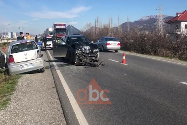 Aksident në aksin Laç-Lezhë, makinat bëhen copë