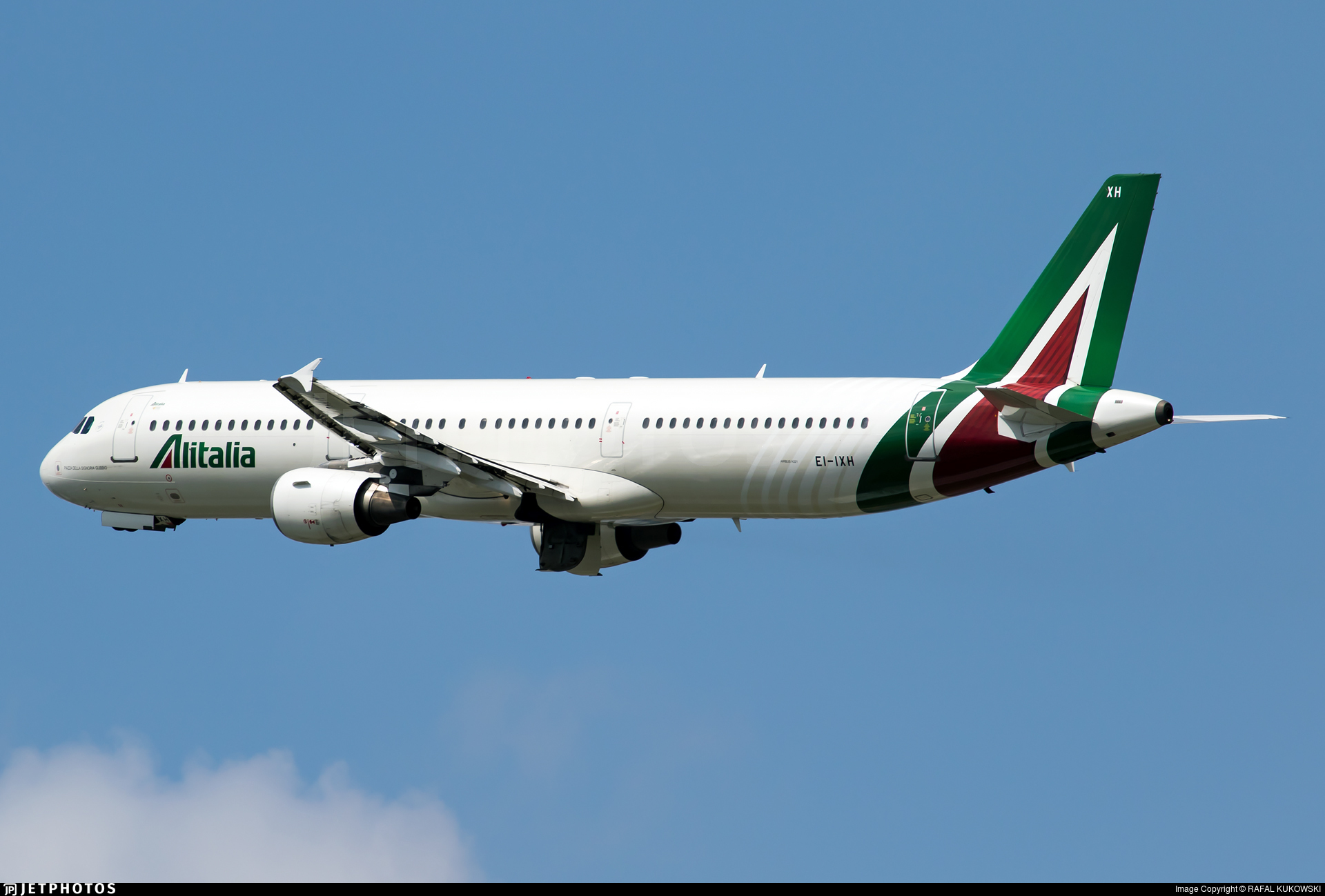 Bllokohet avioni me 300 pasagjerë: Në karantinë ose mbrapsht për në Itali!