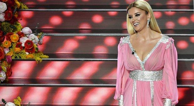 FOTO/ Shqiptarët thanë se shkëlqeu, si e komentuan italianët Alketën në Sanremo