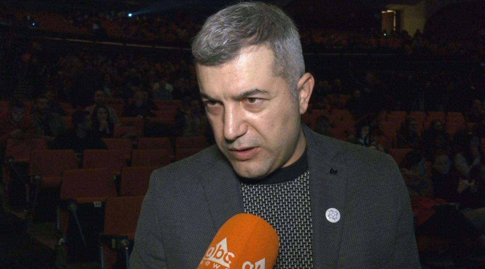 """""""Thurja"""" kuvendon në Tiranë, mjeku Koni: Nuk kemi lider, njerëzit të bashkohen rreth kauzave"""