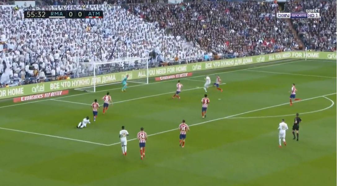 VIDEO | Zhbllokohet derbi i Madridit, Benzema ndëshkon Atleticon