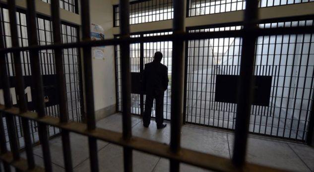 """""""Do të vras veten"""", Rrëfimi drithërues i të burgosurit në burgun e Peqinit: Më shpëto mami!"""