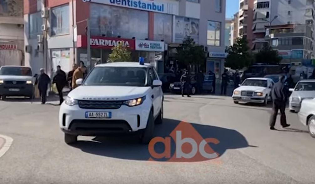 """Policia """"blindon"""" Elbasanin, në shenjestër makinat luksoze"""