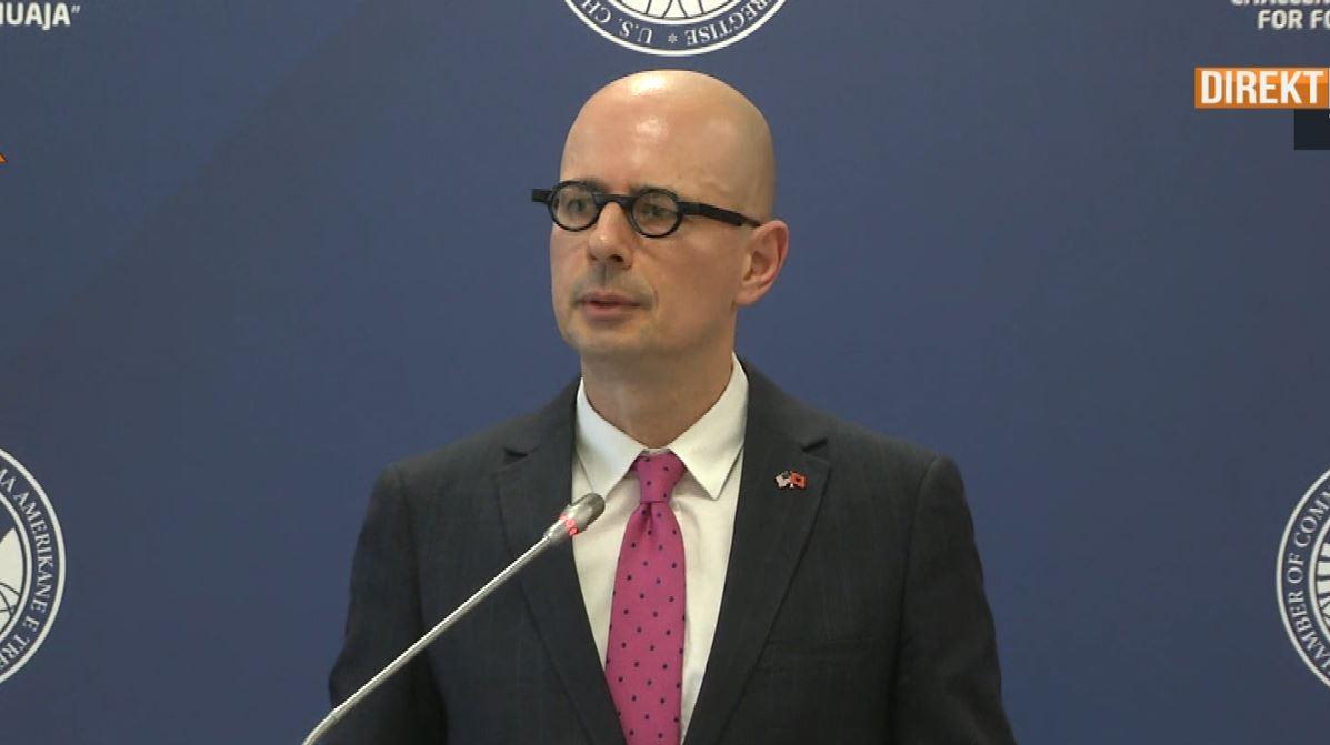 Presidenti i Dhomës Amerikane të Tregtisë: Ekonomia shqiptare në tkurrje, kompanitë zgjedhin Serbinë dhe Maqedoninë