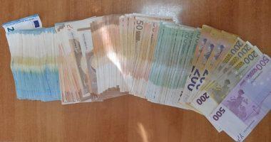"""16 mijë euro në çantën e brezit, kapet """"mat"""" i riu në Rinas"""