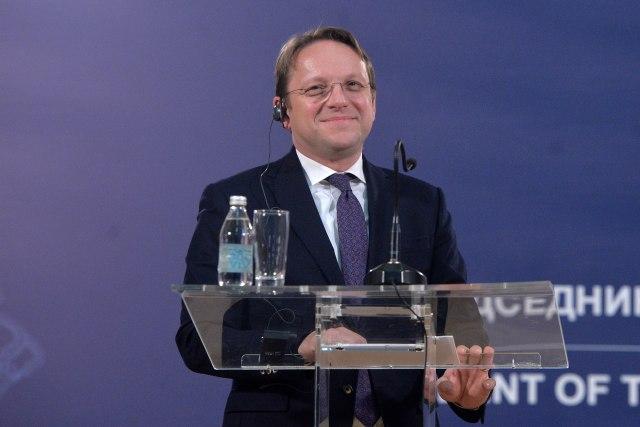 Komisioneri Varhelyi: Serbia s'mundet në BE pa marrëveshje me Kosovën