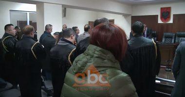 """115 të arrestuar nga Operacioni """"Fati i lojërave"""", pse dhoma prej """"qelqi"""" ishte bosh kur gjyqtari caktoi masat e sigurisë"""