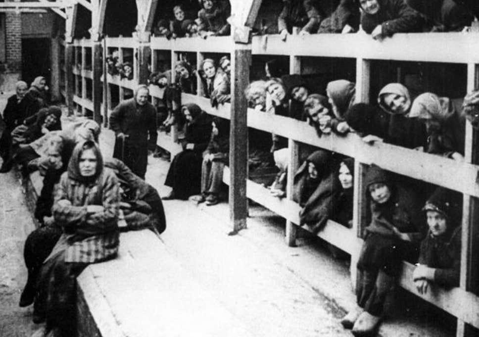 """Historianët kundër """"shtrembërimit të Holokaustit"""", a po shuhet nga historia vrasja e miliona hebrenjve?"""