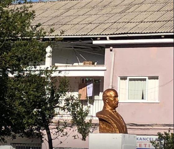 """""""Po rrezikohemi"""", studentët e Vlorës denoncojnë praninë e materialit kancerogjen në konvikte"""