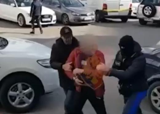 Kapet i riu në Kamzë, plagosi me thikë një të ri