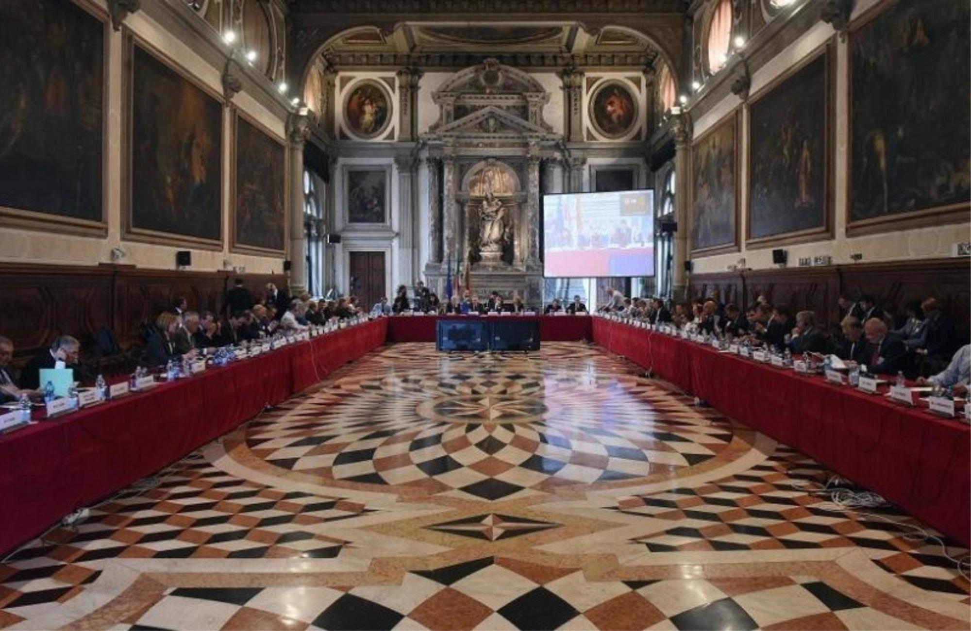 """Përplasja për Gjykatën Kushtetuese, delegacioni i Venecias """"zbarkon"""" në Tiranë"""