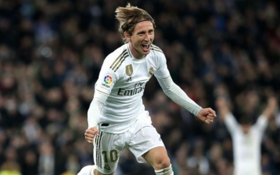 E pret dyfishimi i rrogës, Modric gjithnjë e më larg Real Madrid
