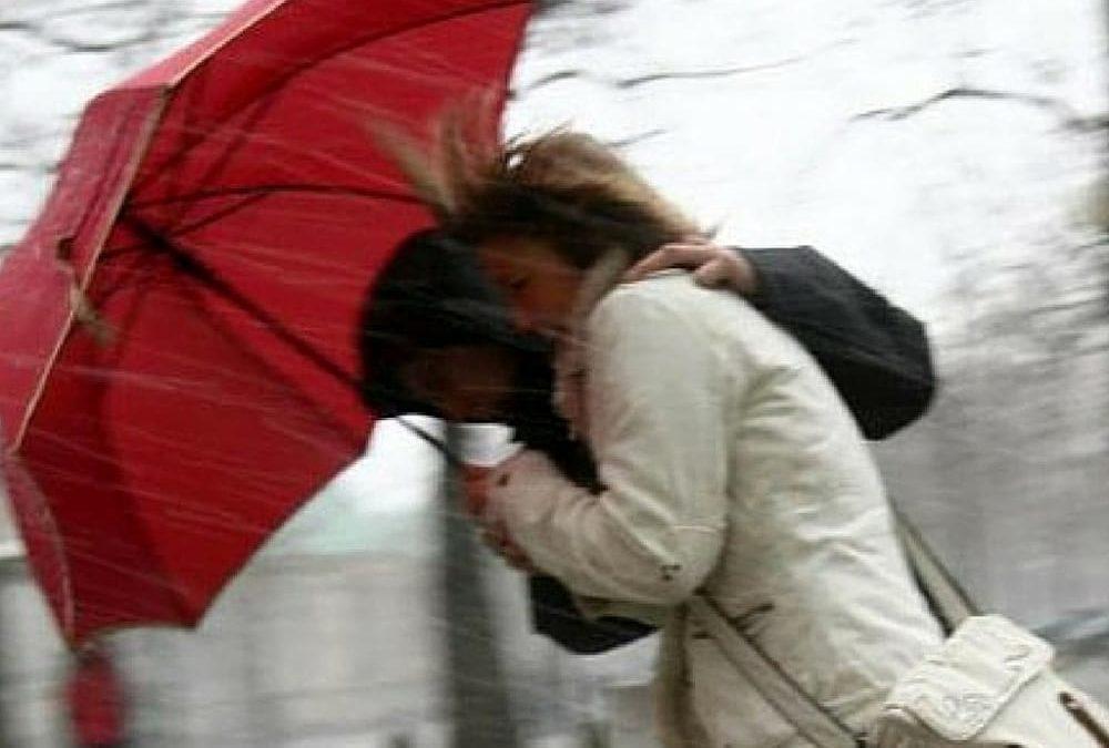 Italia goditet nga stuhi dhe erëra të forta, plagosen dy persona