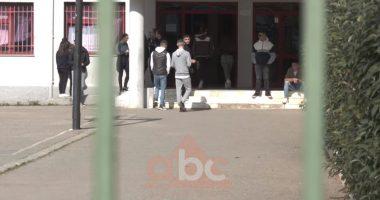 """""""Të rinjtë pa mendim kritik"""", analiza: Maturantët dinë më mirë gjuhën e huaj se shqipen"""