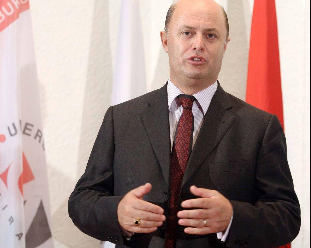 Një ngjarje e shpifur në Tiranë, Petrit Malaj: E turpshme, po më binte qielli mbi kokë