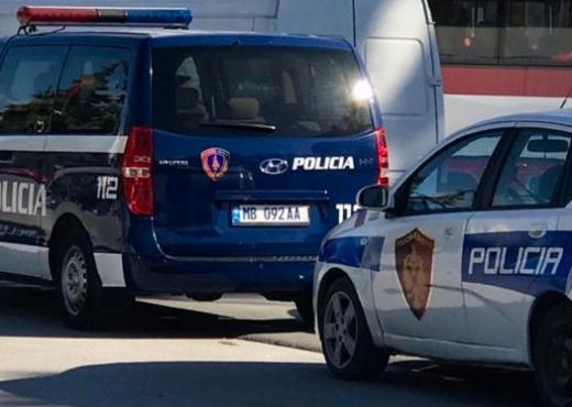 Vjedhin dhe dhunojnë marokenin, pranga dy të rinjve në Tiranë