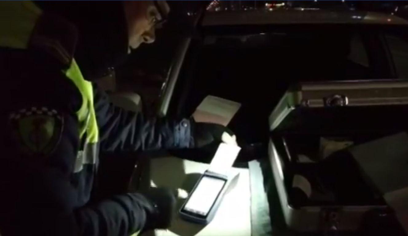 VIDEO/Të dehur në timon dhe me shpejtësi nga 141-175 km/h, pezullohen 22 patenta