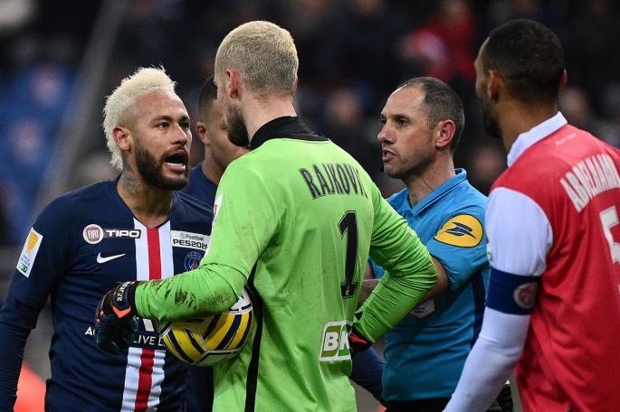 Përplas Mbappen në tokë dhe ironizon me Neymar, njihuni me portierin serb