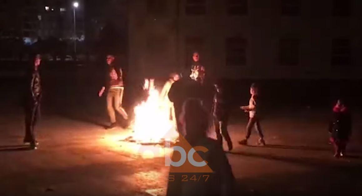 VIDEO / Romët dhe egjiptianët në Lezhë nxirren me forcë nga palestra, reagon kryebashkiaku: Vendimi i ligjshëm