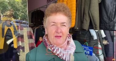 Rruga e spitalit të Sarandës me 2 sense kalimi, rrezikohen kalimtarët: Pengohet lëvizja e autoambulancave