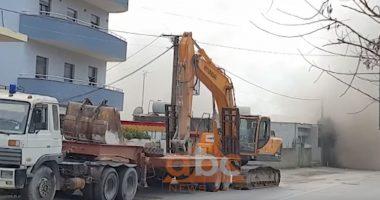 VIDEO / U shpall e rrezikshme pas tërmetit, IKMT shemb me eksploziv banesën 4-katëshe në Durrës