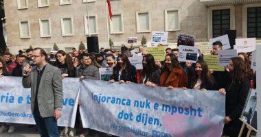 FRPD protestë para Kryeministrisë në 29-vjetorin e rrëzimit të Enver Hoxhës: Qeveria ka tradhtuar misionin e saj