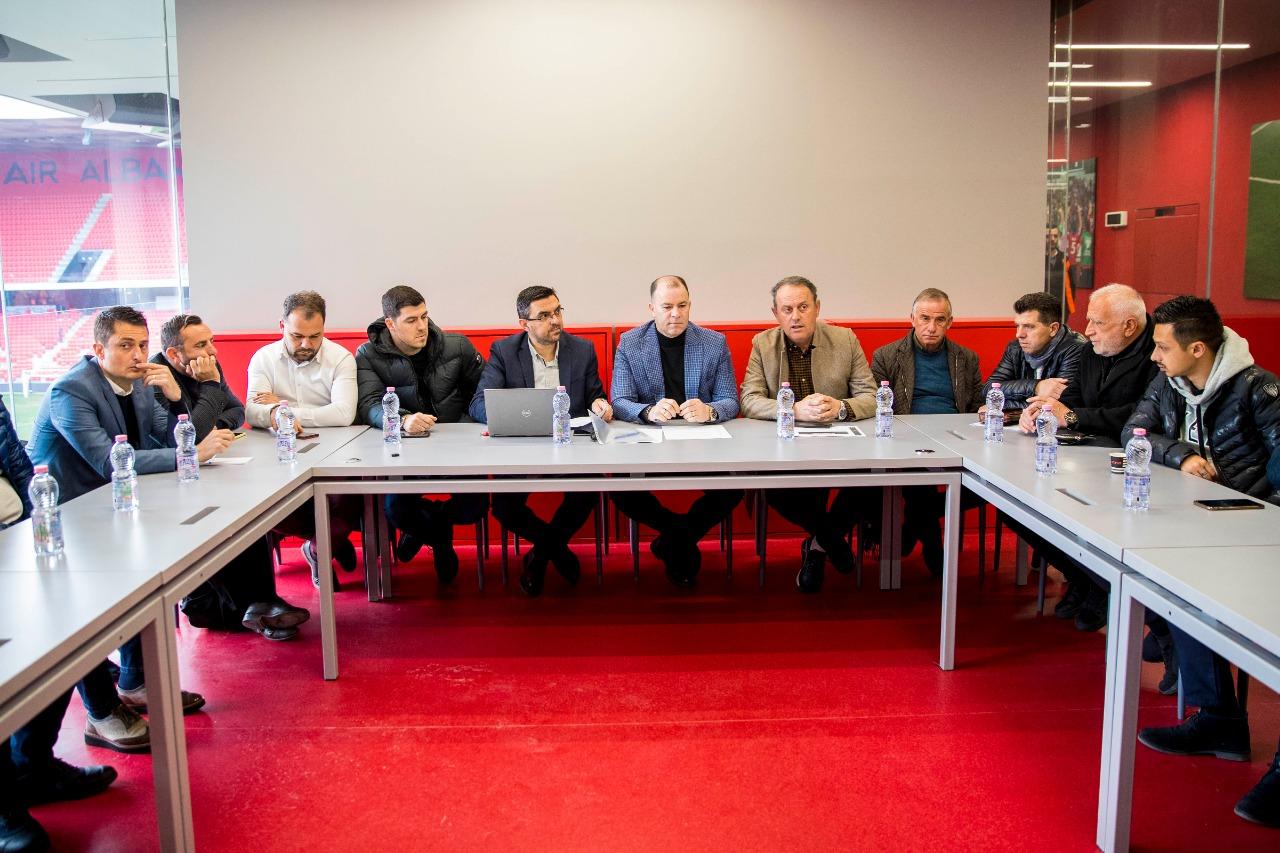 Kampionatet U13 dhe U21: FSHF ul klubet në tavolinë, ja ç'u diskutua