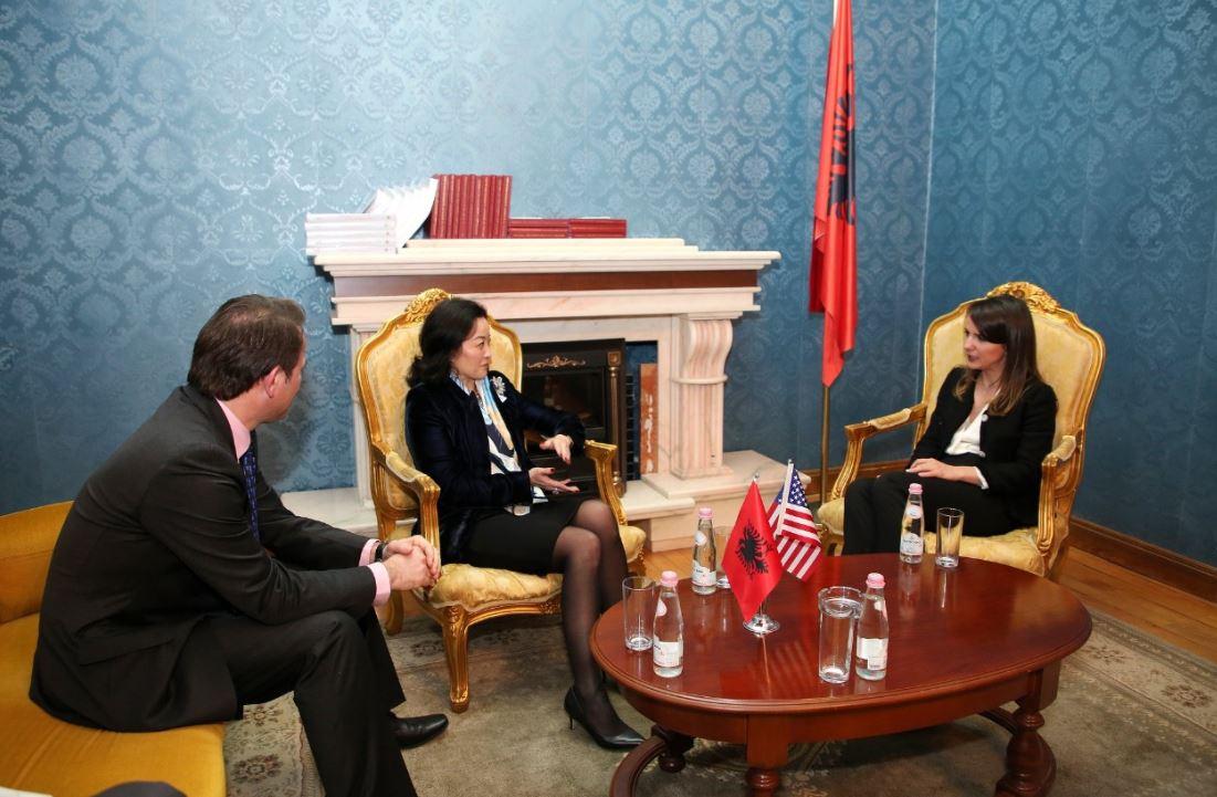 Yuri Kim takim me deputetët e opozitës parlamentare: Të angazhuar në procesin demokratik