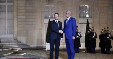"""""""Hiqni taksën, ndryshe nuk rinis dialogu me Serbinë"""", Macron letër Thaçit për 12 vjetorin e pavarësisë"""